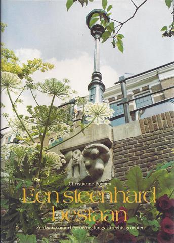 UTRECHT OVER, DOOR CHRISTIANNE BOONEN - Een Steenhard Bestaan; Zeldzame Muurbegroeiing Langs Utrechts Grachten